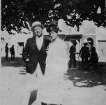 1915   A Viareggio con la moglie Emma Muller