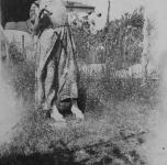 Emma in giardino (davanti)