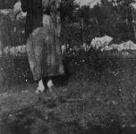 Emma in giardino (retro)