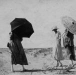Tre donne sulla spiaggia