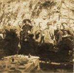 1899   A Venezia per la Biennale.  Da sinistra in piedi: il 3° Galileo Chini, il 4° Giulio Cesare Vinzio, il 6° Niccolò Cannicci, il 7° Ferruccio Pizzanelli, l'8° Ludovico Tommasi